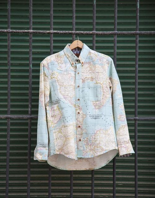 peSeta shirt blue map man