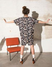 Square neck and bat sleeve dress with marbled design.