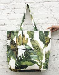 bolsa grande de playa con estampado tropical