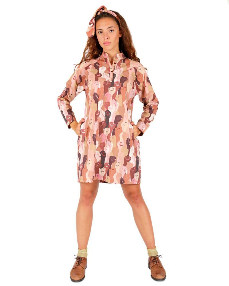 Casual shirt dress with Mao neck and multicolored hand print. Long sleeves and pleating on the back. Flattering fit and pull-on style.