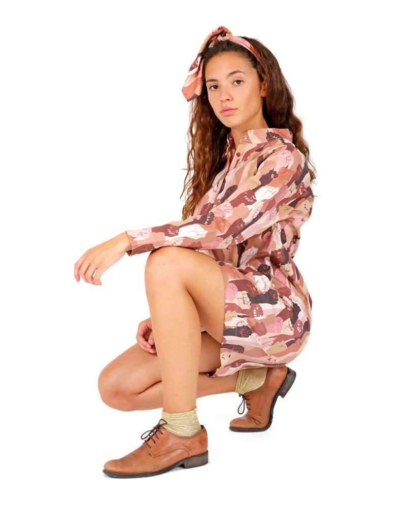 Casual pink shirt dress with Mao neck and multicolored hand print. Long sleeves and pleating on the back. Flattering fit and pull-on style.
