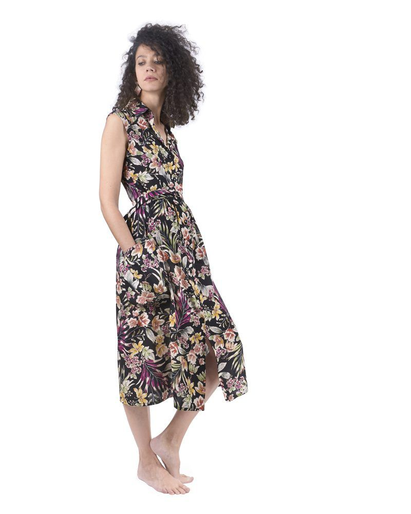 Printed button midi dress with elegant flowers pattern.